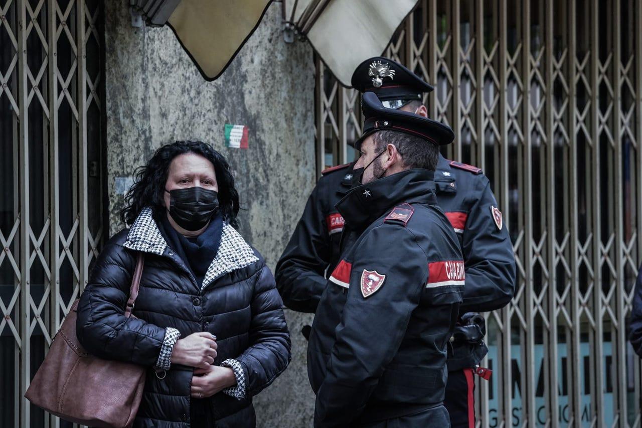 Masakër në Itali, 83 vjeçari vret gruan, djalin dhe pronarët e shtëpisë