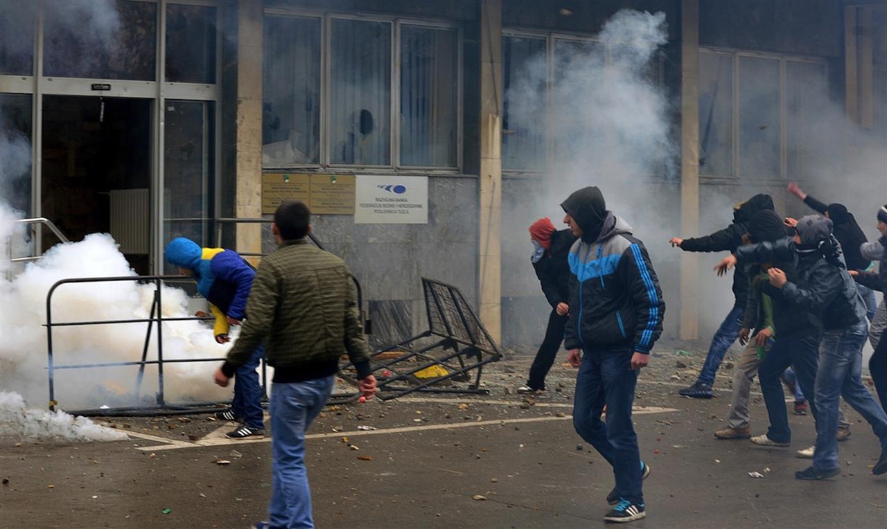 Situata pandemike, protestuesit kërkojnë dorëheqjen e qeverisë në Bosnjë