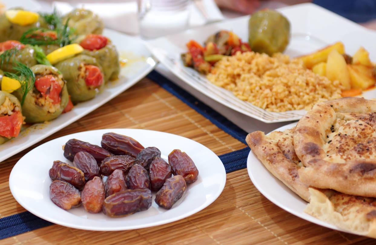 Çfarë të hani dhe çfarë të shmangni gjatë muajit Ramazan