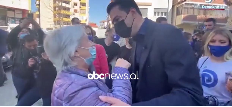 """""""Pse nuk ia hodhe piperin atij"""", Basha batuta me të moshuarën: I dogji edhe pa ia hedhur"""