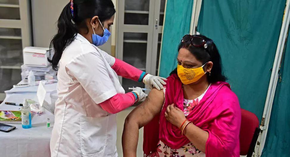Mungesa e vaksinave dhe rritja e rasteve çon në mbyllje të vendeve në mbarë botën