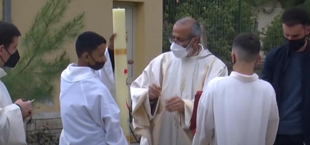 Besimtarët katolikë në Berat kremtojnë Pashkët, mesha me pak njerëz prej pandemisë