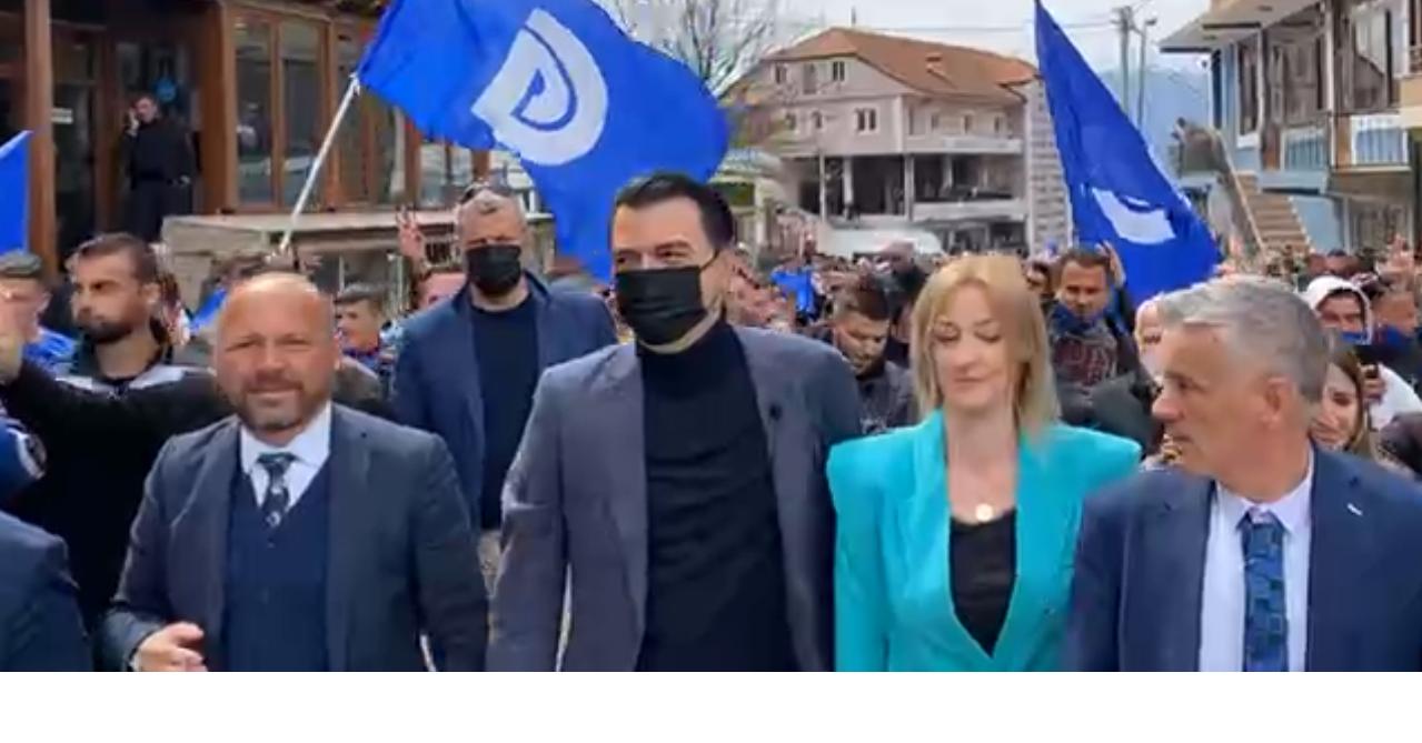 Basha krah Xhelal Mziut në Maqellarë: Ndryshimi po afron, mos u dorëzoni edhe dy javë
