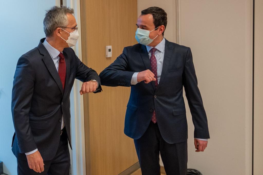 Kurti takon Stoltenbergun: Anëtarësimi i Kosovës në NATO e bën rajonin më të sigurt