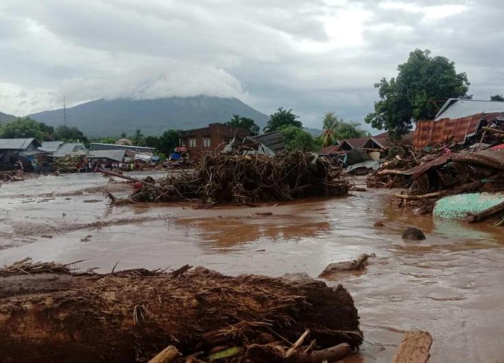 Cikloni tropikal godet Indonezinë, të paktën 76 viktima