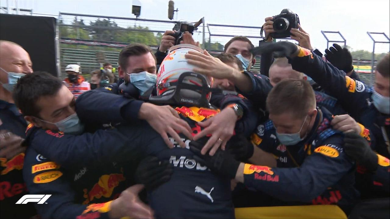 """VIDEO/ Verstappen """"Zot"""" në Imola, aksidenti i sjell fat kampionit Hamilton"""