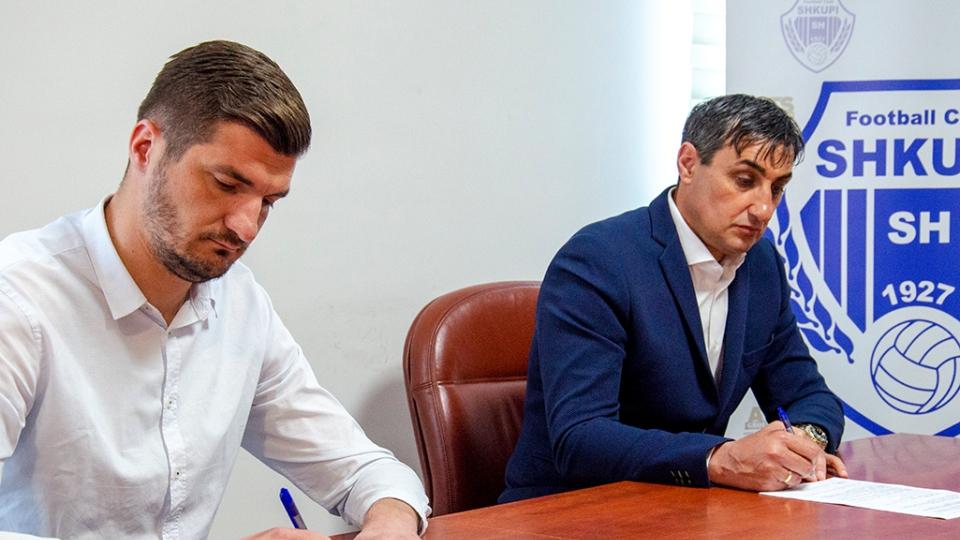 Zyrtare: Shkupi firmos me trajnerin që nxori Vardarin kampion
