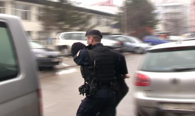 Sherr me grushta në lokal: I lënduari dërgohet në spital, arrestohet reperi i njohur shqiptar