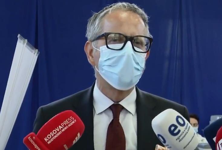 Vitia: Vaksina AstraZeneca nuk ka pasur efekte anësore tek asnjë i vaksinuar në Kosovë