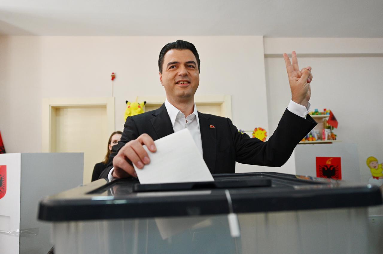 Voton Lulzim Basha: Sot është dita e Shqipërisë dhe e demokracisë, dilni dhe votoni