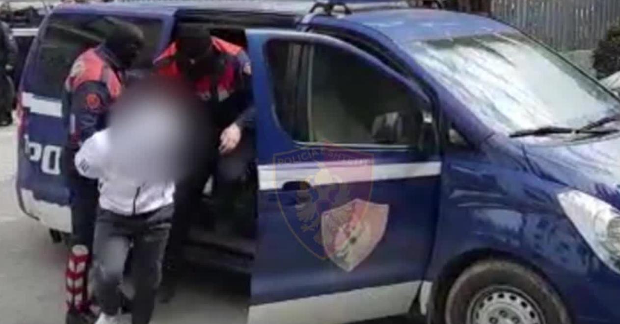 """Grabitën pikën e karburantit në Fushë-Krujë, arrestohen dy të rinjtë, policia i gjen """"maskat"""""""