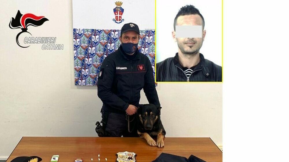 """""""Dyqan"""" droge në shtëpi, arrestohet 29-vjeçari shqiptar në Itali, policia i gjen emrat e klientëve"""