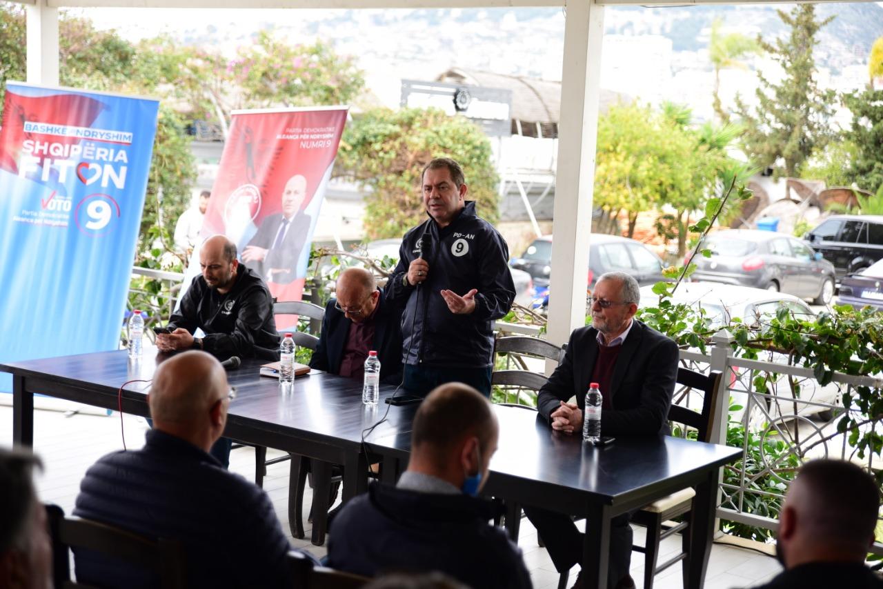Idrizi takim me qytetarët e Sarandës: Rama i fali detin Greqisë, me Athinën sillet si servil e me shqiptarët arrogant