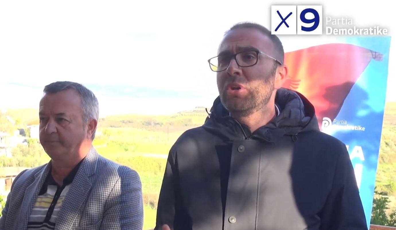 Gazment Bardhi me banorët në Cërrik: Socialistët e ndershëm nuk do të votojnë Edi Ramën
