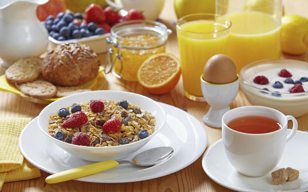 12 ushqimet më të mira për t'u ngrënë në mëngjes