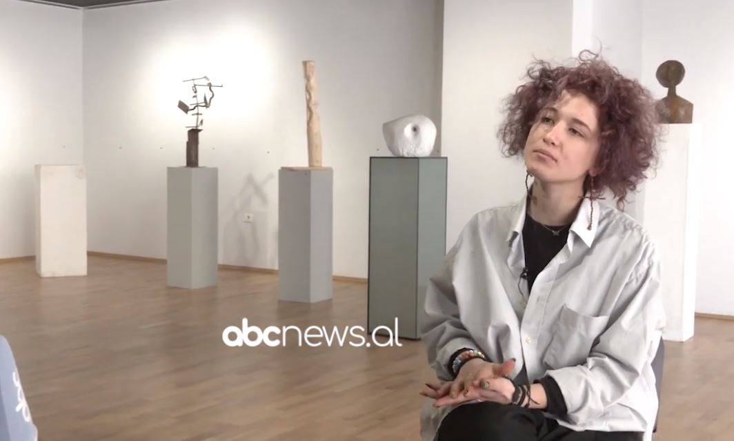 17-vjeçarja, e para nxënëse që realizon ekspozitë personale