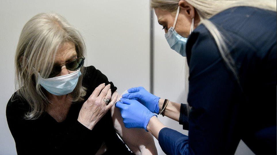 Greqia rishikon moshën: Kush do të vaksinohet me AstraZeneca