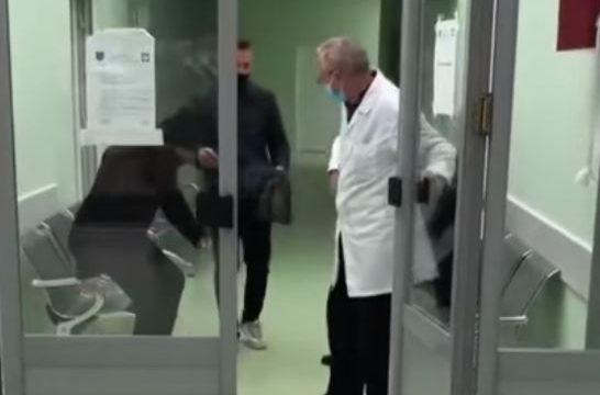 Nuk i dha ndihmë të moshuarit në Podujevë, lirohet mjeku