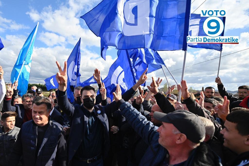 """""""Do të hapim rrugën drejt BE-së"""", Basha: Qindra socialistë të ndershëm po i bashkohen ndryshimit"""