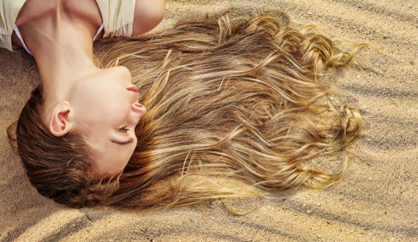 Si t'i mbroni flokët nga dielli