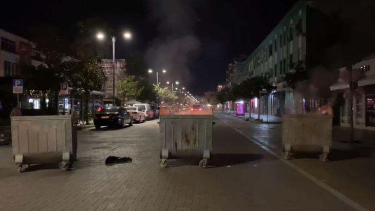 Nuk respektohet ora policore në Elbasan, u vihet flaka koshave në mesnatë