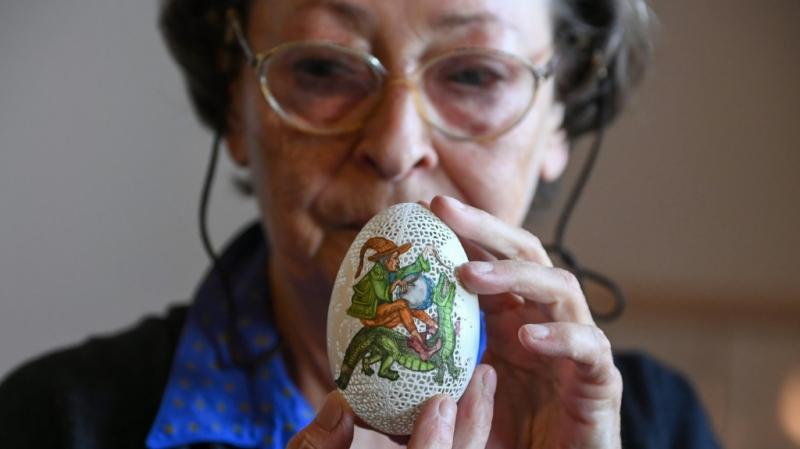 FOTO/Artistja transformon 100 vezë pate në vepra arti për Pashkë