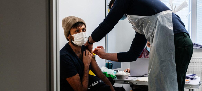 """""""Më shumë të vaksinuar se sa të infektuar në Europë"""", OBSH: Virusi ende i rrezikshëm"""