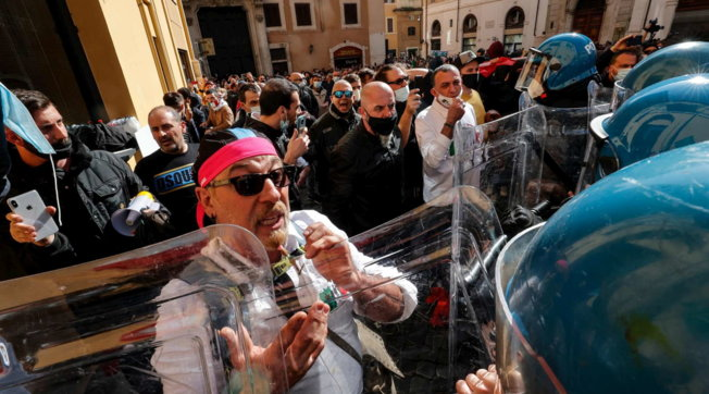 Protesta në Itali, Di Maio: Duhet një dekret për bizneset e vogla