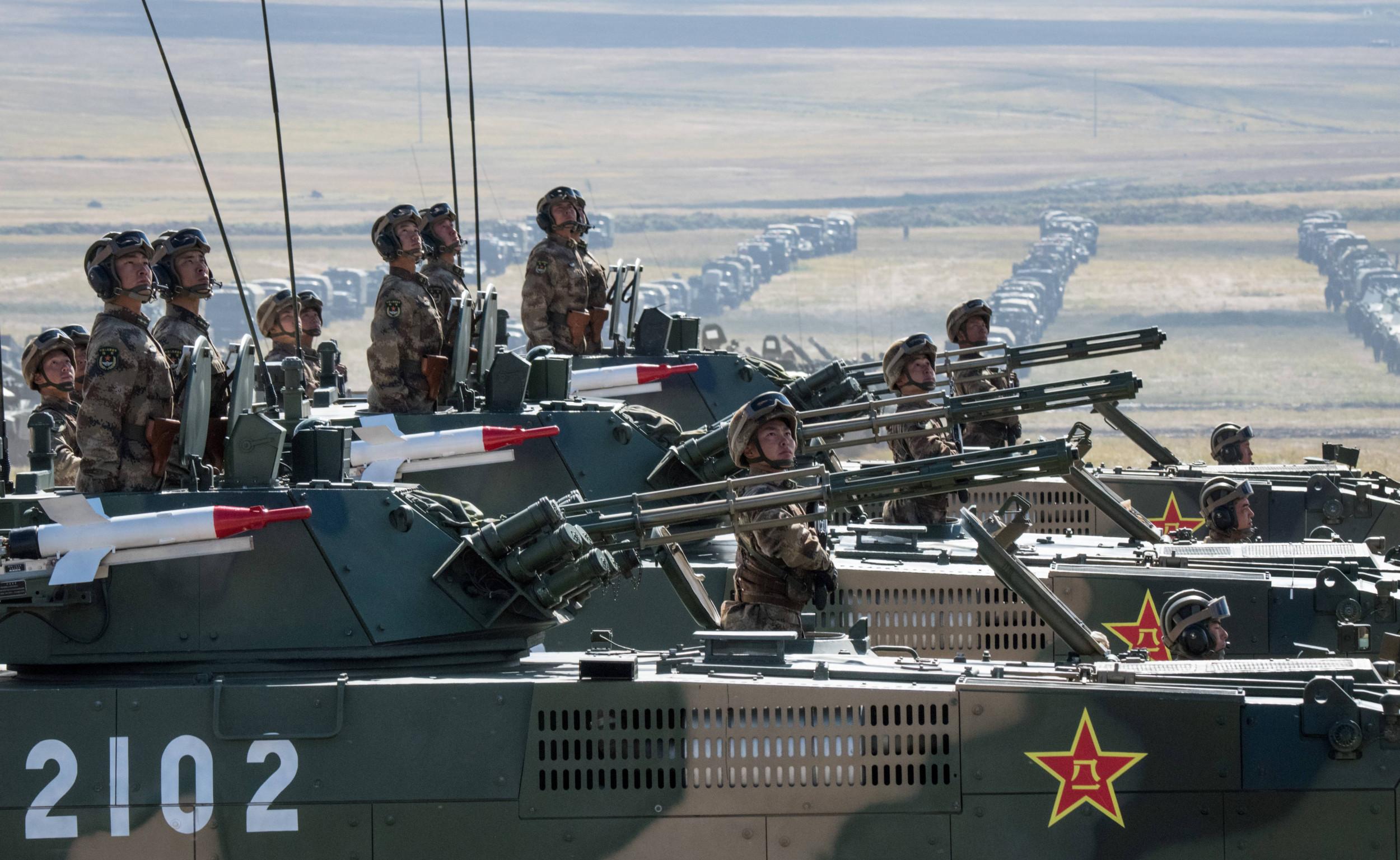 Ushtria kineze rrethon Tajvanin