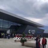 """VIDEO/ Hapet aeroporti i Kukësit, Rama sjell """"çunat nga Londra"""""""