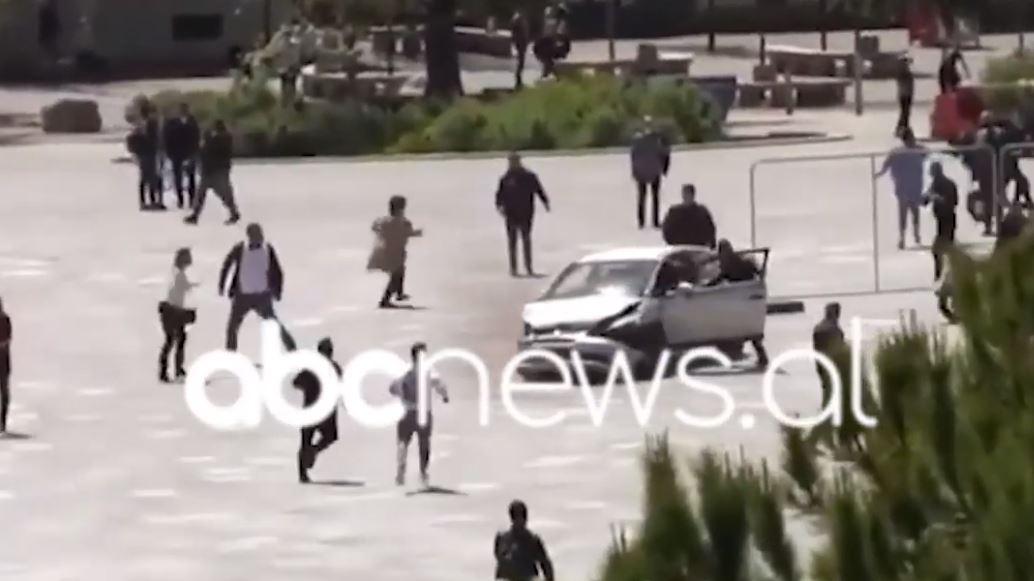 Rrezikoi jetën e qytetarëve në Sheshin Skëndërbej, policia: Agresori ishte i droguar