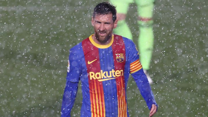 VIDEO/ Messi dridhej dhe ndërroi fanellën, shiu dhe i ftohti u bënë bashkë në Madrid