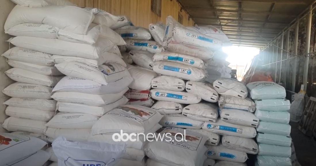 Shtrenjtohen plehrat kimikë në Fier, fermerët: Prodhimet do të dalin me kosto të lartë, nuk do të kemi fitim
