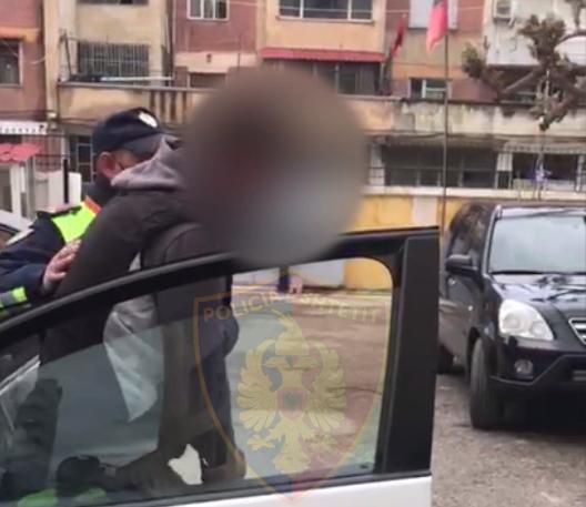 1,000€ personi për kalim drejt vendeve të BE, arrestohet 38-vjeçari me tre emigrantë në makinë
