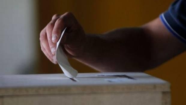 Procesi i votimit në Qerret has vështirësi, punëtorët e ndërtimit probleme me shenjat e gishtave