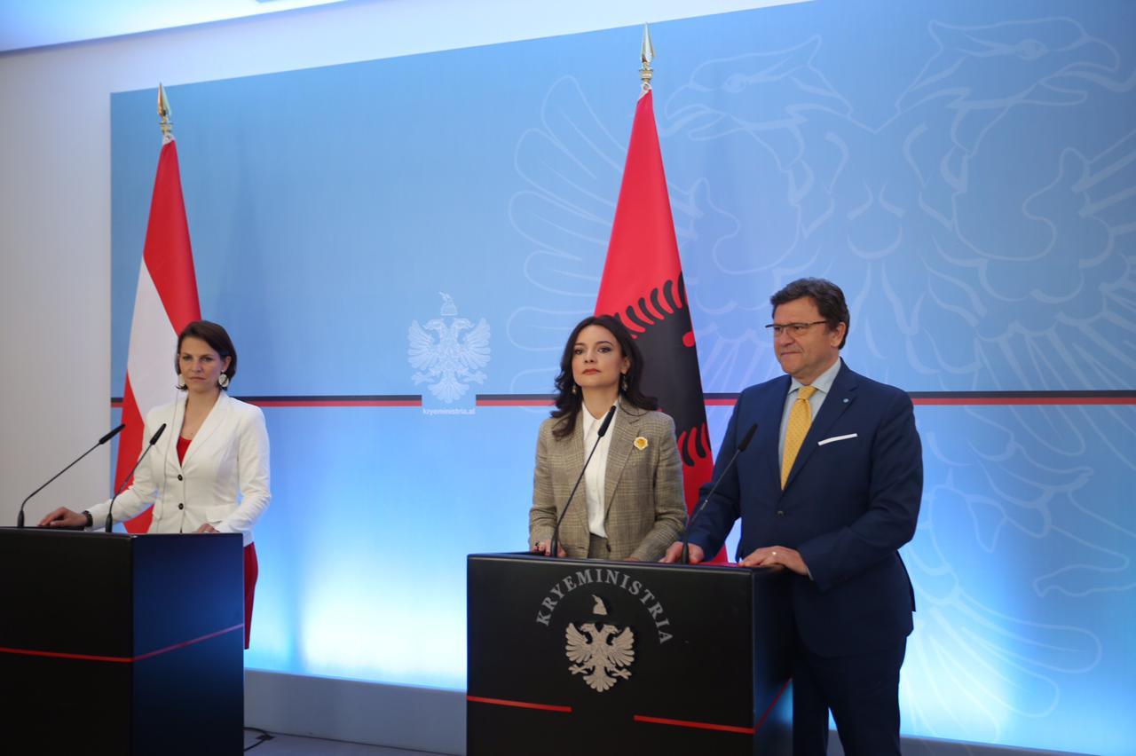 Mazi pret ministren austriake: Jemi para vendimeve shumë të rëndësishme të Unionit
