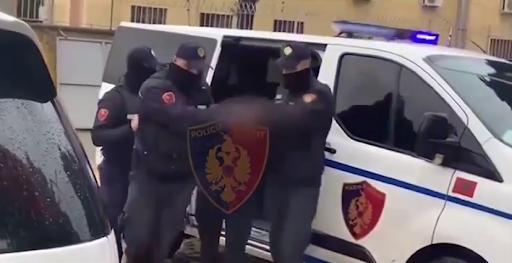 """Grirëse kanabisi e municion luftarak në banesë, arrestohet 22-vjeçari tek """"5 Maji"""" e punonjësi i OSHEE"""