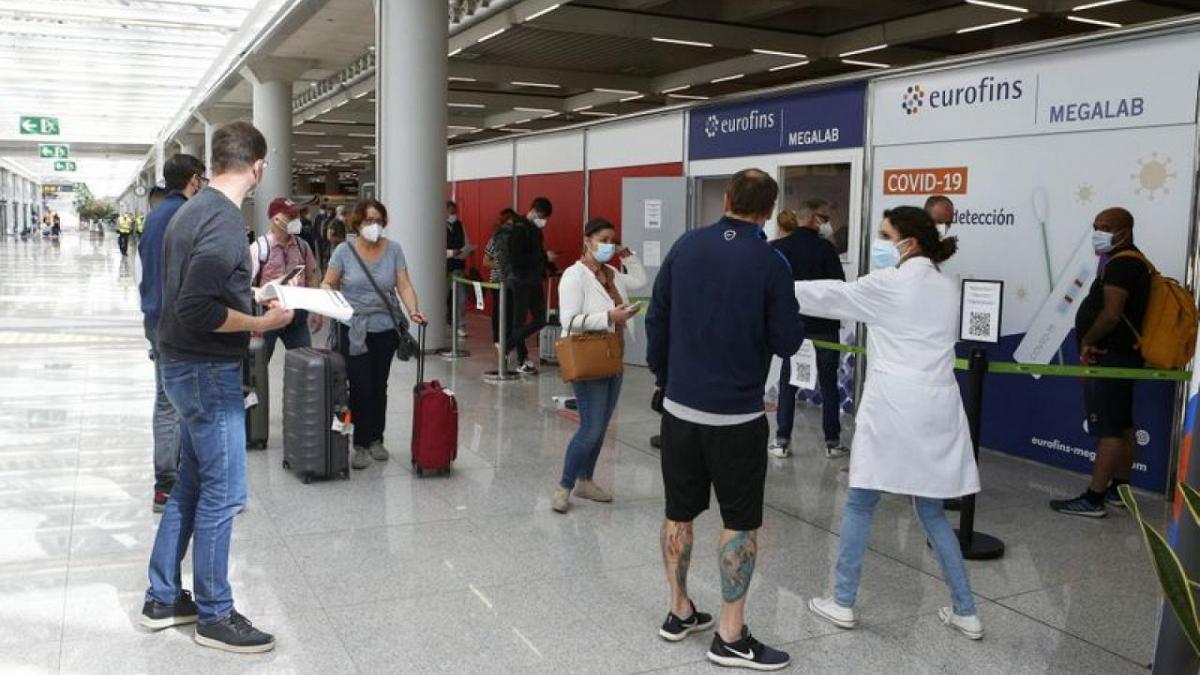 Personat e vaksinuar nga vendet jashtë BE do të lejohen të hyjnë në Spanjë