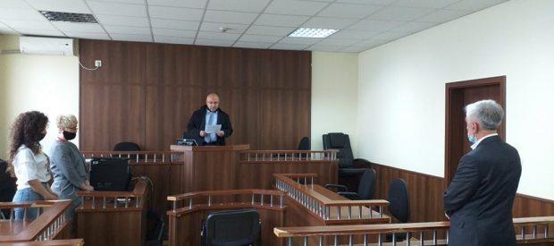 Akuzohet për ngacmim seksual, ish ministri i Shëndetësisë dënohet me dy vite burg