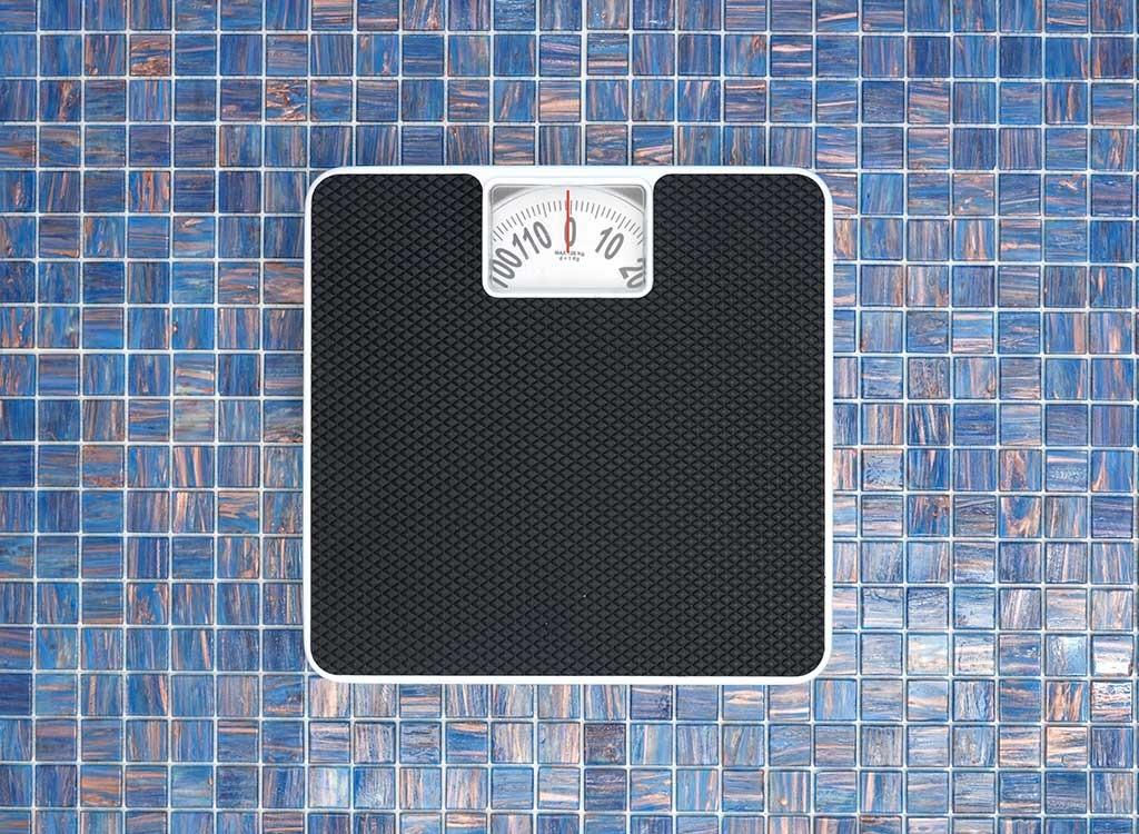 Një dietologe zbulon pesë zakonet e këqija që ju ndalojnë të humbni peshë