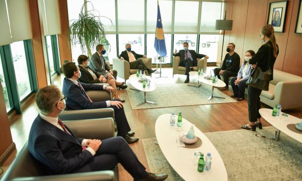 Kurti: Vaksinat që mbërrijnë sot në Kosovë janë AstraZeneca
