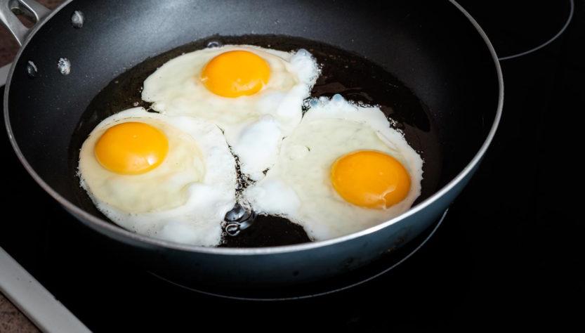 Niveli i kolesterolit në gjak nuk varet vetëm nga ushqimi