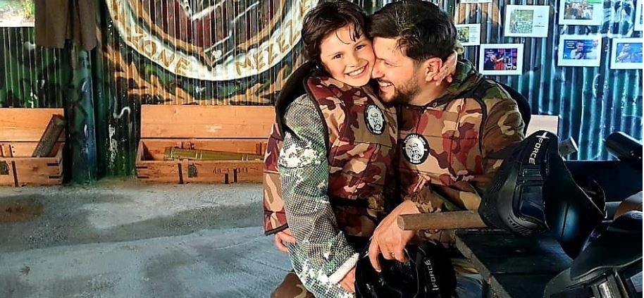 Ermal Mamaqi nis ditën me përqafimin e djalit dhe ka një këshillë të rëndësishme