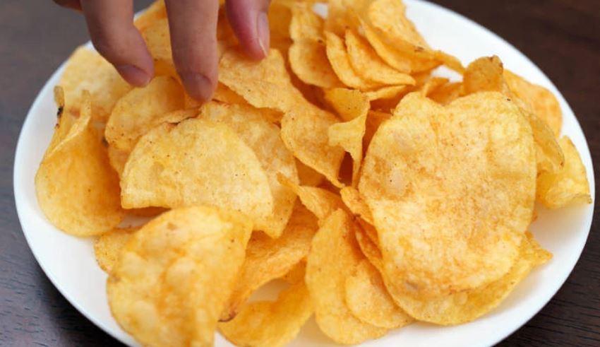 Udhëzimet e reja të OBSH: Shmangni kripën, po në lidhje me patatinat, ëmbëlsirat dhe mishrat e përpunuar?