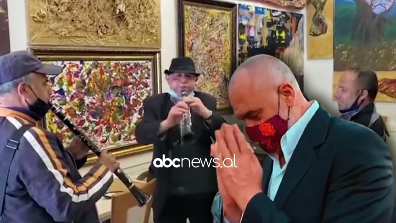 Me dajre dhe klarinetë, muzikantët i urojnë mbarësi Edi Ramës, kryeministri publikon videon