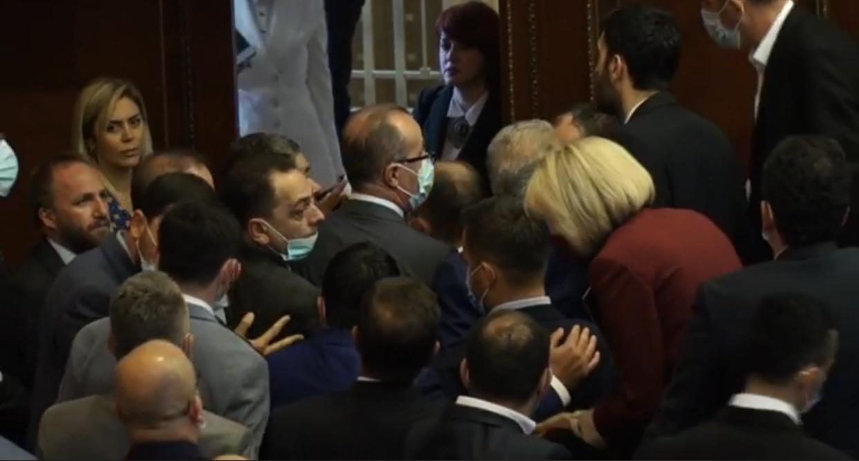 Përplasja e sotme në Kuvend, paralajmërim për legjislaturë të tensionuar