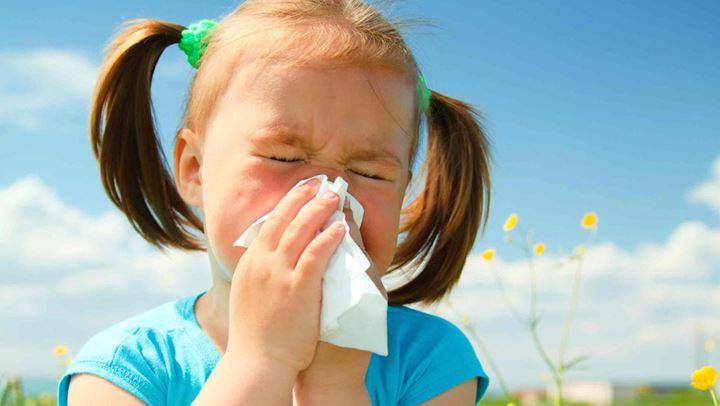 Si ta mbroni fëmijën tuaj nga alergjitë pranverore
