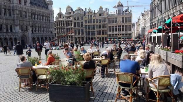 Belgjika lehtëson masat anti-Covid