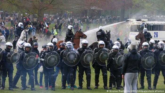 Vazhdojnë protestat kundër masave kufizuese në Europë