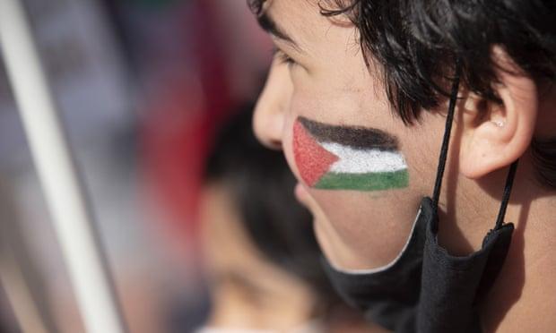 Të braktisur nga qeveritë, palestinezët u mbështetën në mirësinë e të huajve